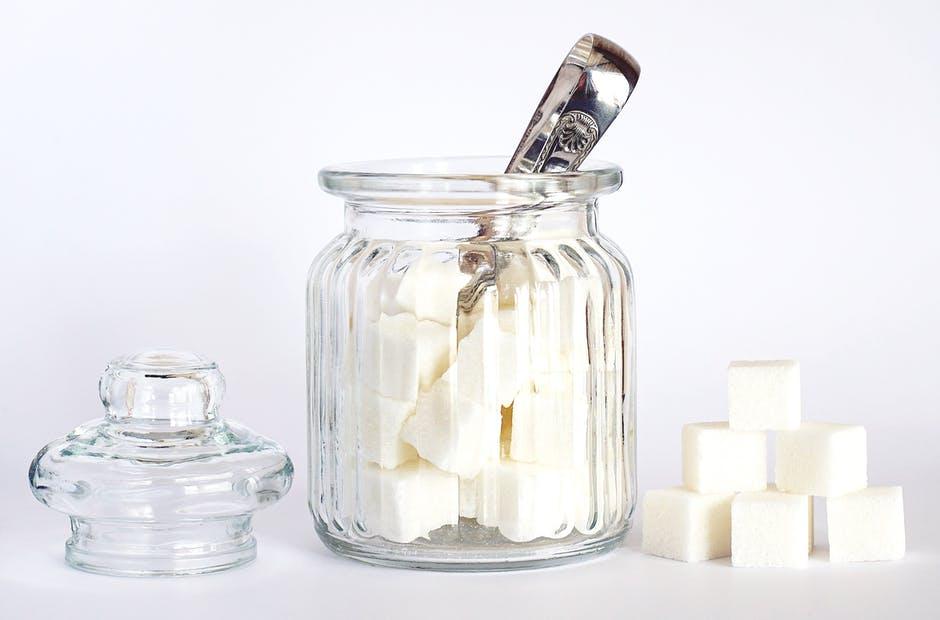 cukr ve skleničc