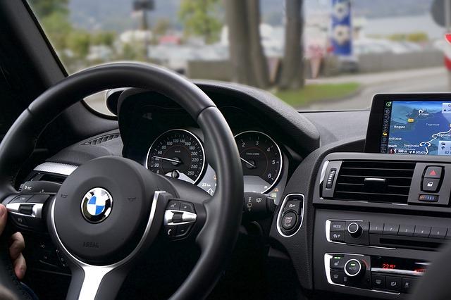 telefon připojen v autě
