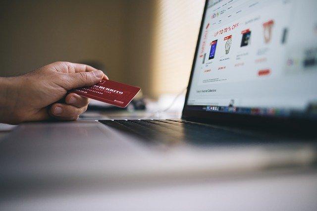 Kreditní karta, laptop