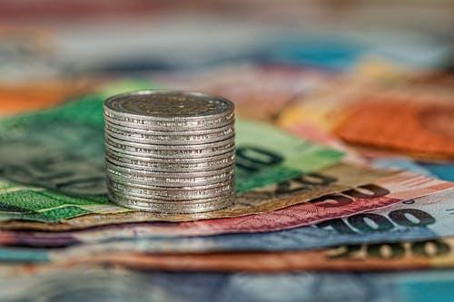 peníze a bankovky